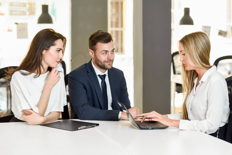 a-importancia-dos-contratos-na-organização-do-casamento (2)